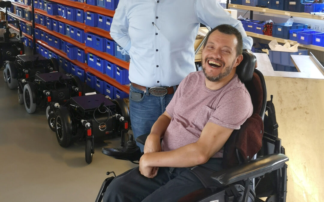 """""""Vi er jo ikke skabt til at sidde ned"""" – interview af Mikkel Lund med manden bag TA Service og TA iQ el-kørestole"""